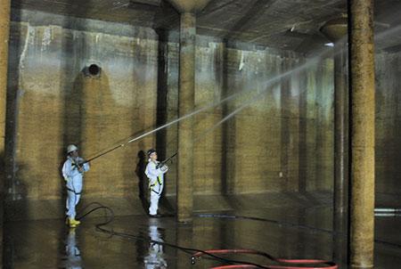 Manhole, Vault & Culvert Cleaning 1